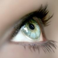 oeil équipé de lentilles de contact