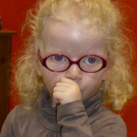 petite fille albinos