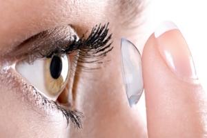 lentille de contact thérapeutique pour soigner les brulures oculaires