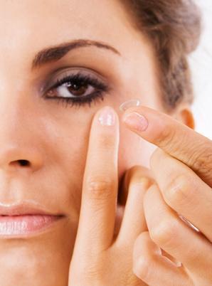 comment mettre des lentilles de contact